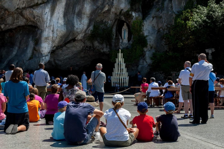 Lourdes-gezin-grot