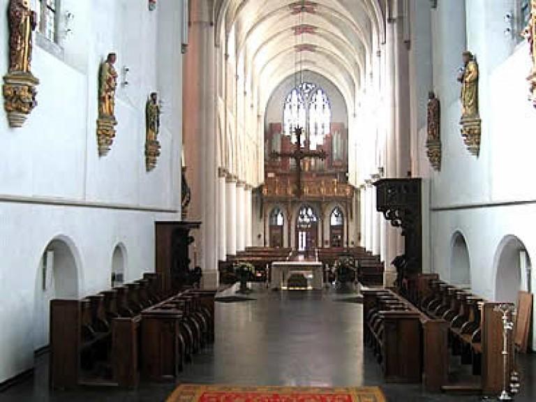 zicht op de kerk vanaf de sacramentstoren