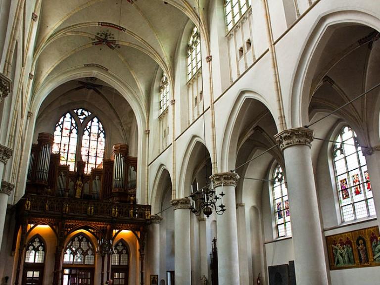 800px-Utrecht_-_Catharinakerk_-_Saint_Catharine's_Cathedral_-_Lange_Nieuwstraat_36_-_36264_-_Maarschalkerweerd-orgel_-5