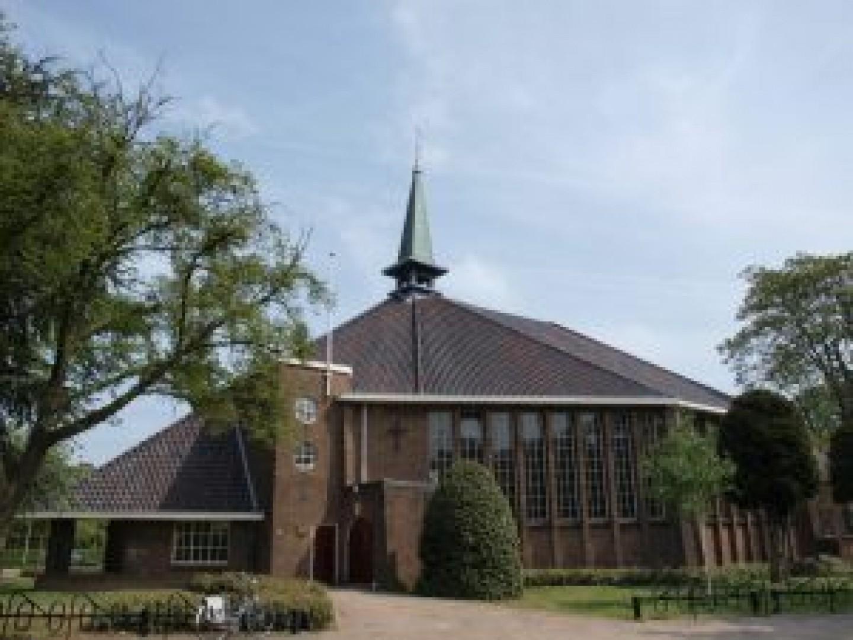 Foto-Pauluskerk-door-Pijk-Kuipéri-2011-300x225