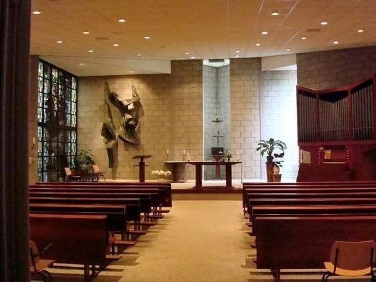 Johannes-Bernardus interieur-van-de-kerkzaal