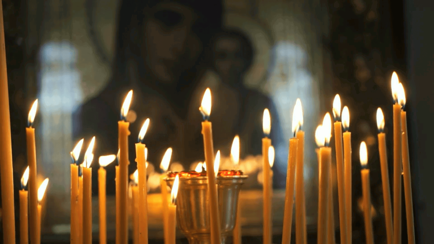 church-candles-burn-before-the-icon-mother-of-god_vjgpcbhpg__F0000